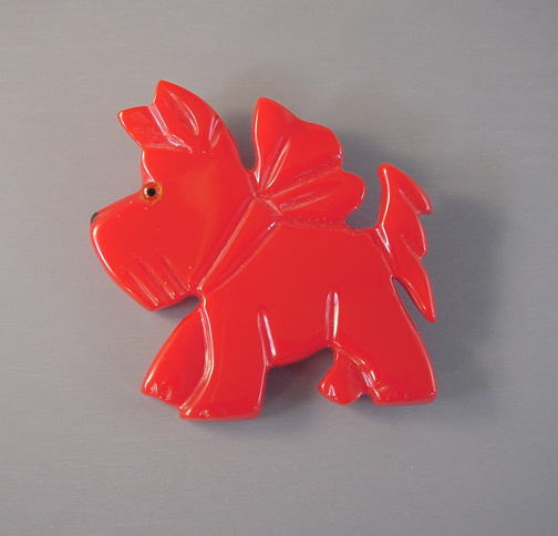 SHULTZ bakelite red carved Scotty dog brooch with little glass eye