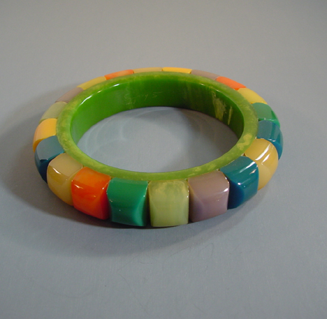 SHULTZ bakelite colorful rods bangle lined in green