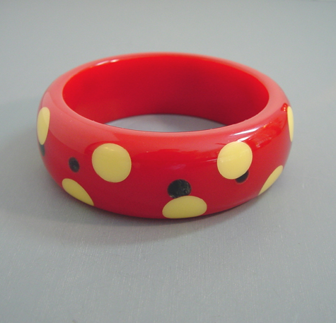 SHULTZ delicious apple red bangle with alternating cream and blue moon dots