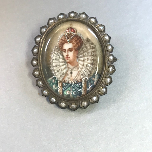 PORTRAIT brooch with a hand painted portrait under glass surrounded with natural pearls