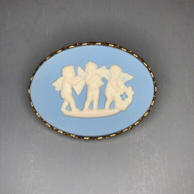 WEDGWOOD Cherubs cameo oval brooch in blue and white