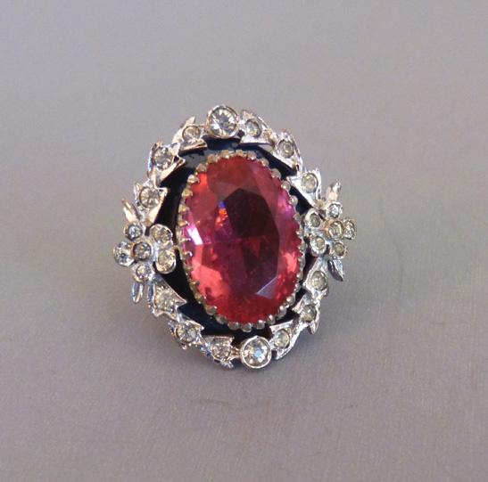 DEROSA pink oval rhinestone ring with clear rhinestone accents