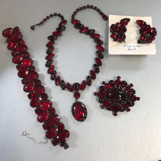 REGENCY dramatic red cabochons parure with necklace, bracelet, brooch and earrings